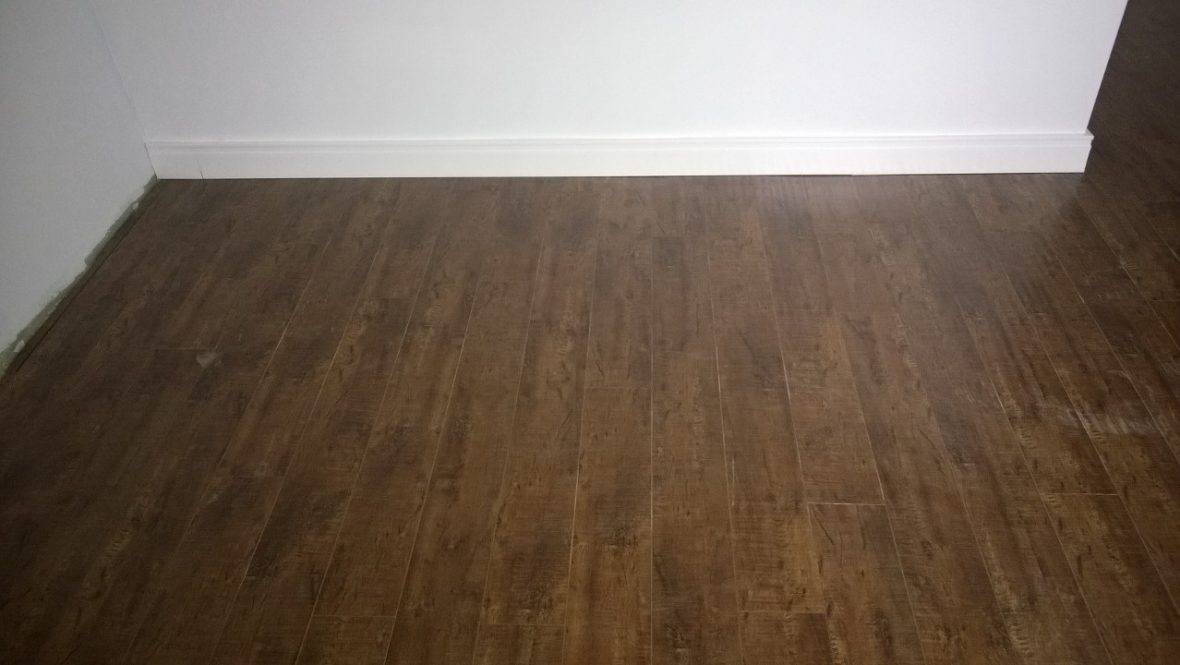 PISO LAMINADO VINTAGE VINEYARD WALNUT